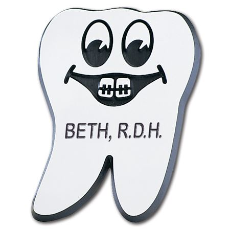 Magnet Happy Tooth Name Badge with Braces